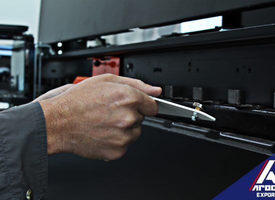 Ajuste de tope manual, dentro de las vías flexibles de montado y pespunte del calzado
